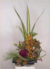 Dramatic, fulsome ikebana floral design